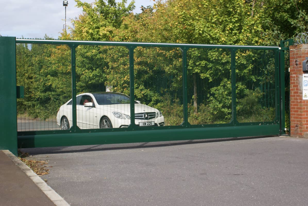 Augtomatic sliding gate with car